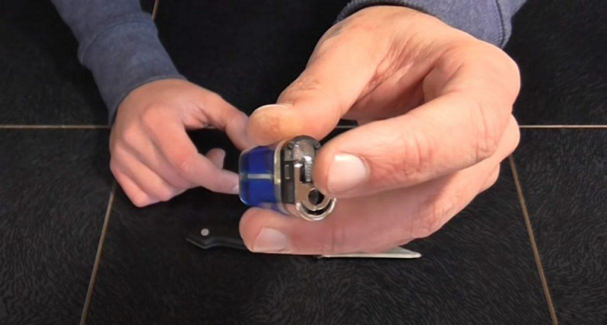 вынимаем из двух кремниевых зажигалок металлические зубчатые колесики
