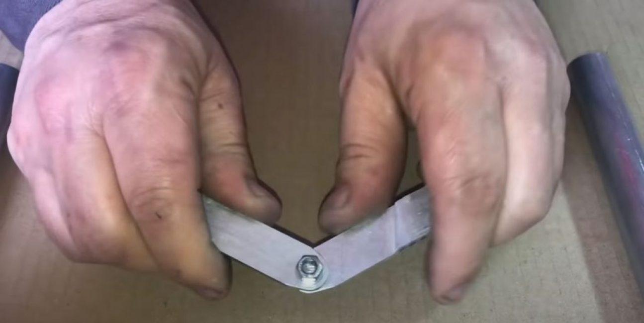 Соединяем пластины между собой под необходимым углом