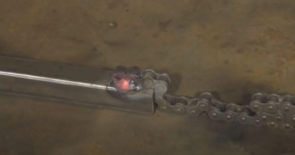 Надежно привариваем цепь с двух сторон