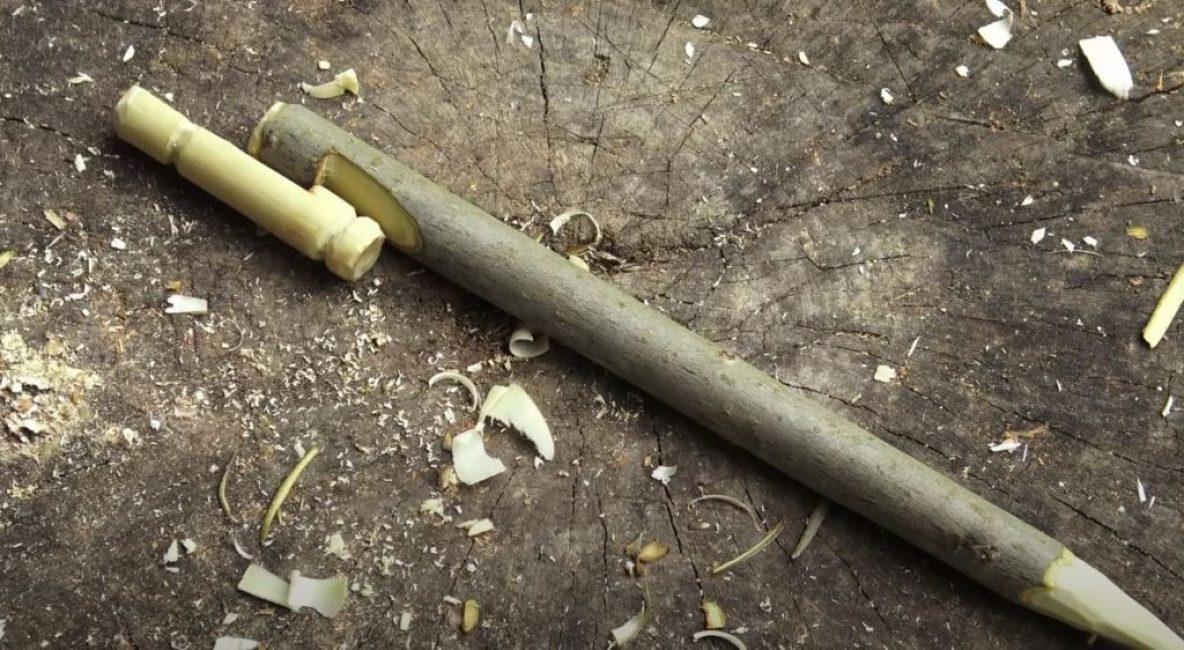 Из ветки такой же толщины делаем основу, за которую будет цепляться сторожок