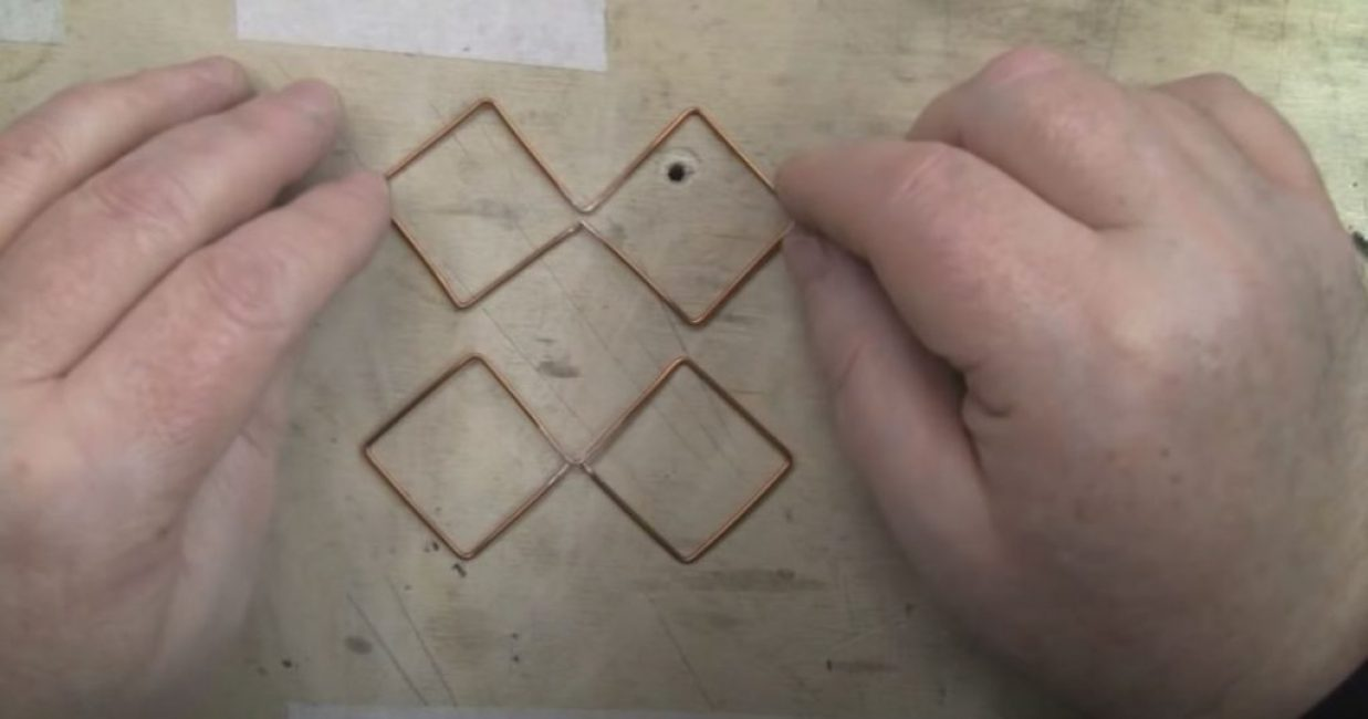 получаем 4 попарно спаренных квадрата