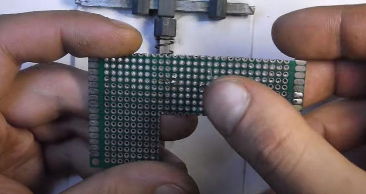 Размещаем на монтажной плате резистор
