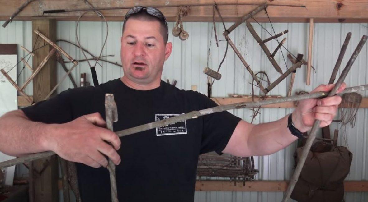 Вырезаем и обрезаем по форме палаточного колышка еще одну рогатину