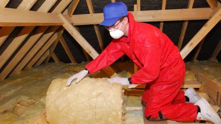Как правильно утеплить потолок: в деревянном доме, бане, мансарде, под холодной крышей (Фото & Видео)