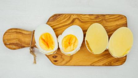 Как сварить яйцо желтком наружу: простая пошаговая инструкция | (Фото & Видео)