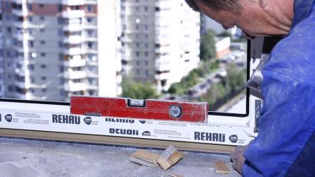Установка пластиковых (ПВХ) окон в доме или квартире: пошаговая инструкция для монтажа своими руками | Фото & Видео