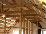 [ВИДЕО] Как обустроить помещение под крышей дома