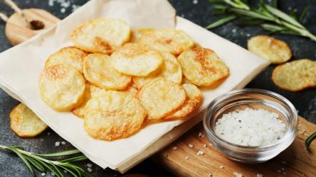 Как приготовить картофельные чипсы в микроволновке за 5 минут: простая пошаговая инструкция