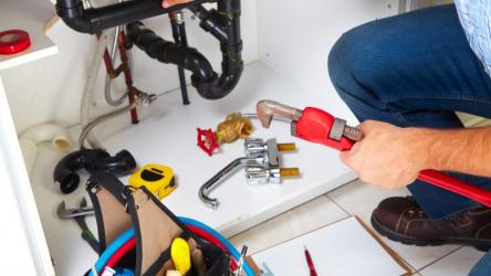 Как заменить водопроводный кран под давлением: простой лайфхак